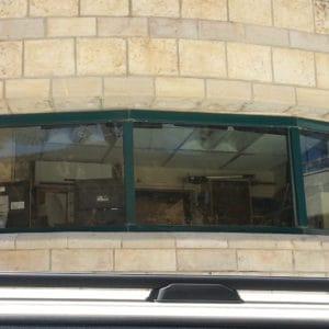 Fenêtres anti-balles dans le bureau du Premier Ministre.