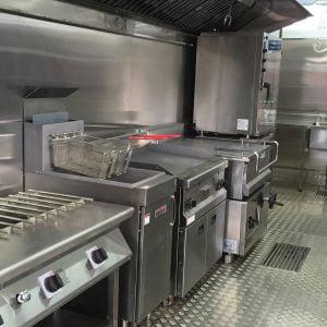 L'équipement de cuisine peut être changé selon les besoins des cuisiniers